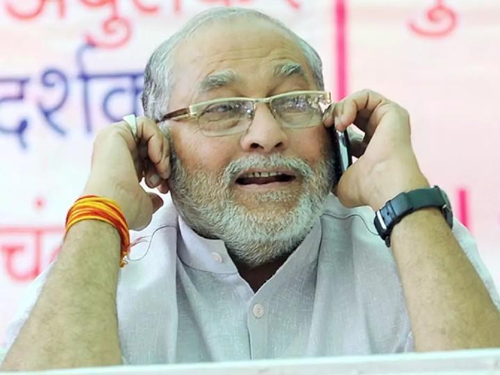 सोनल प्रधानमंत्री के बड़े भाई प्रह्लाद मोदी की बेटी हैं। वे गुजरात में उचित मूल्य दुकान संघ के अध्यक्ष भी हैं।