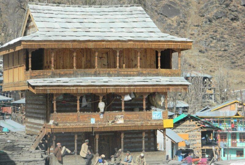देवता जमलू का मंदिर।